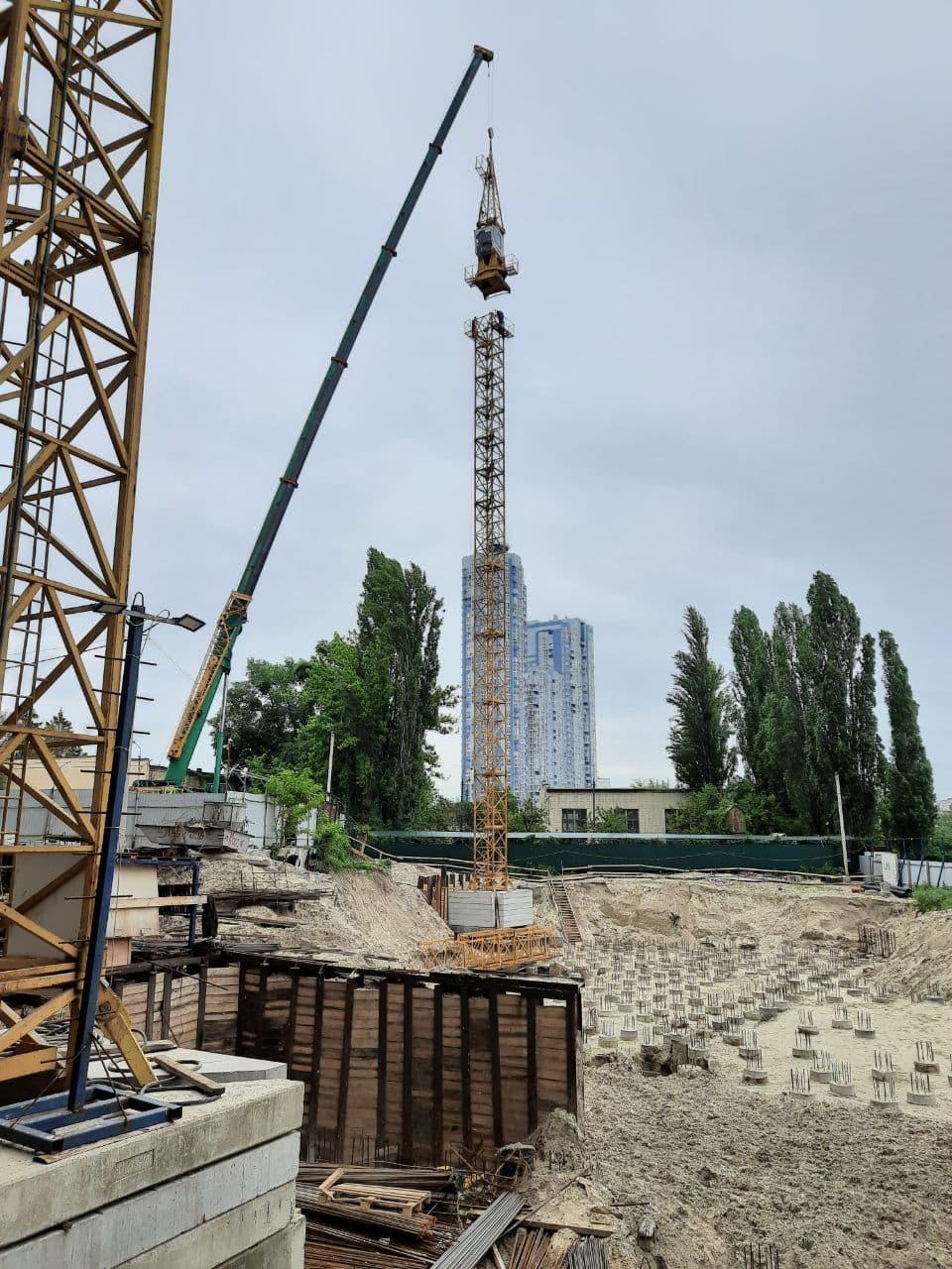 На стройплощадке Rusaniv Residence заработает еще один кран